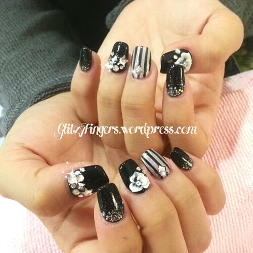 Manicure + Black and White + Nail Art + Gelish Art + Fancy Nail Art + Nail In Trend + Sg Nails + Pretty Nails + Nail Styles + Nail Patterns + Lovely Nails + Stripe Nails +  Bling Nails + Studded Nails + Gel Design