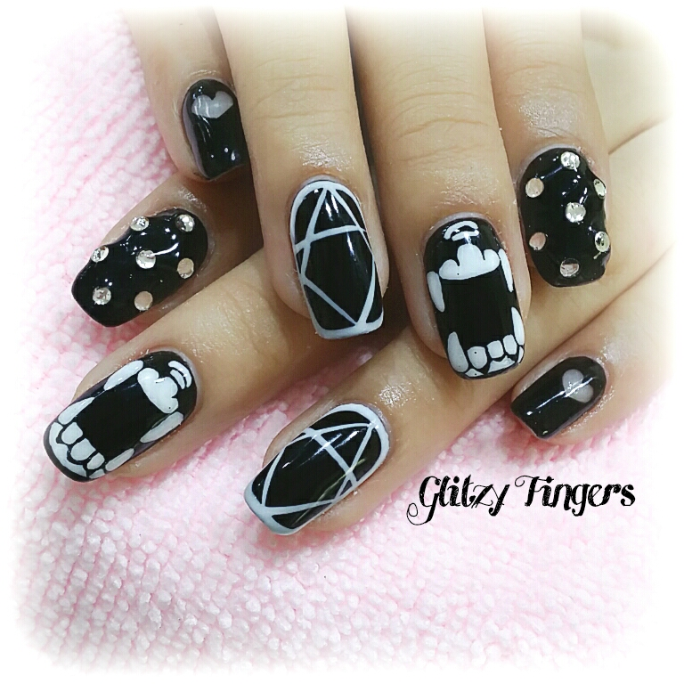 Black Nail Designs + Gelish Art + Gel Art + Gel Nails + Nail Designs +  PrettyNails + Cool Nails + Trendy Nails + Black and White Nail Designs + Nail of the day + Nail Parlour + Manicure + Sparkly Nails + Handdrawn + Hand painted