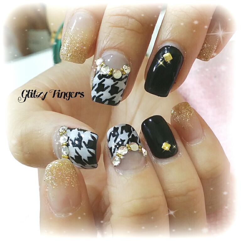 Houndstooth Nails + Sg Nails + Nailgasm + Gel Nails + Gel Art + Gel Design + Gel Manicure + Manicure + Gold Nails + Bling Nails + Trendy Nails + Nail of the day + Glitzy Fingers + Nail Design + Simple Nails + Black and white Nails +