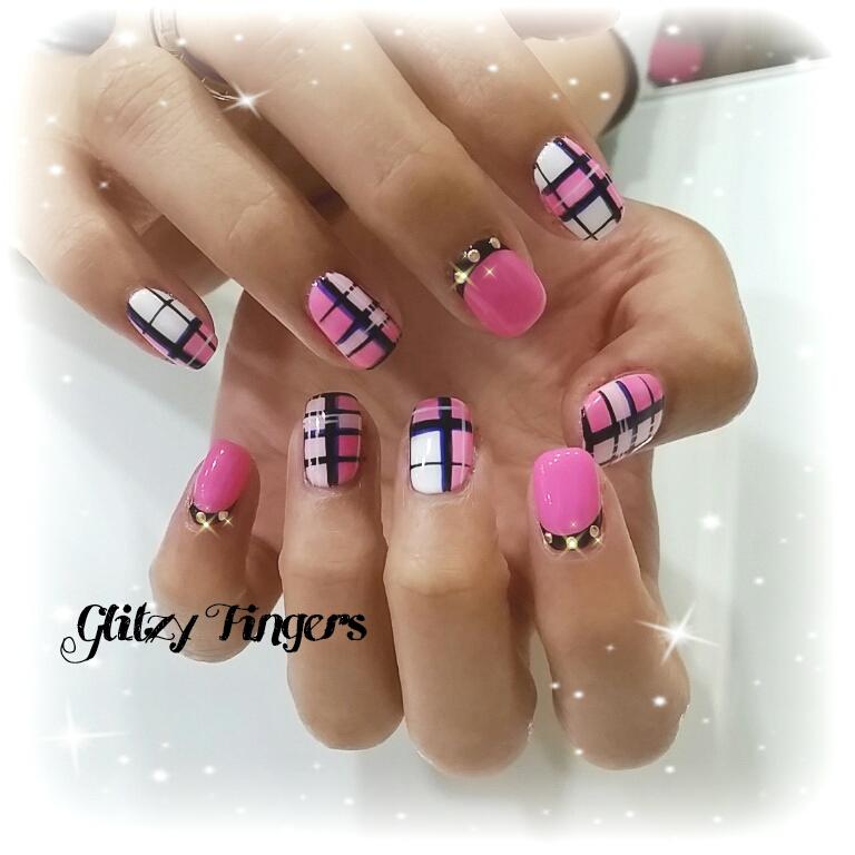 Nail Cute: Glitzy Fingers